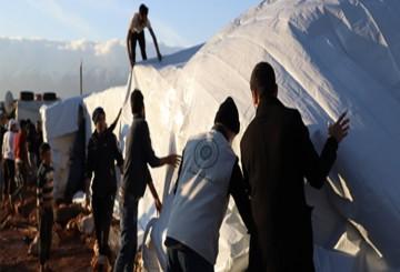 تغطية خيام اللاجئين
